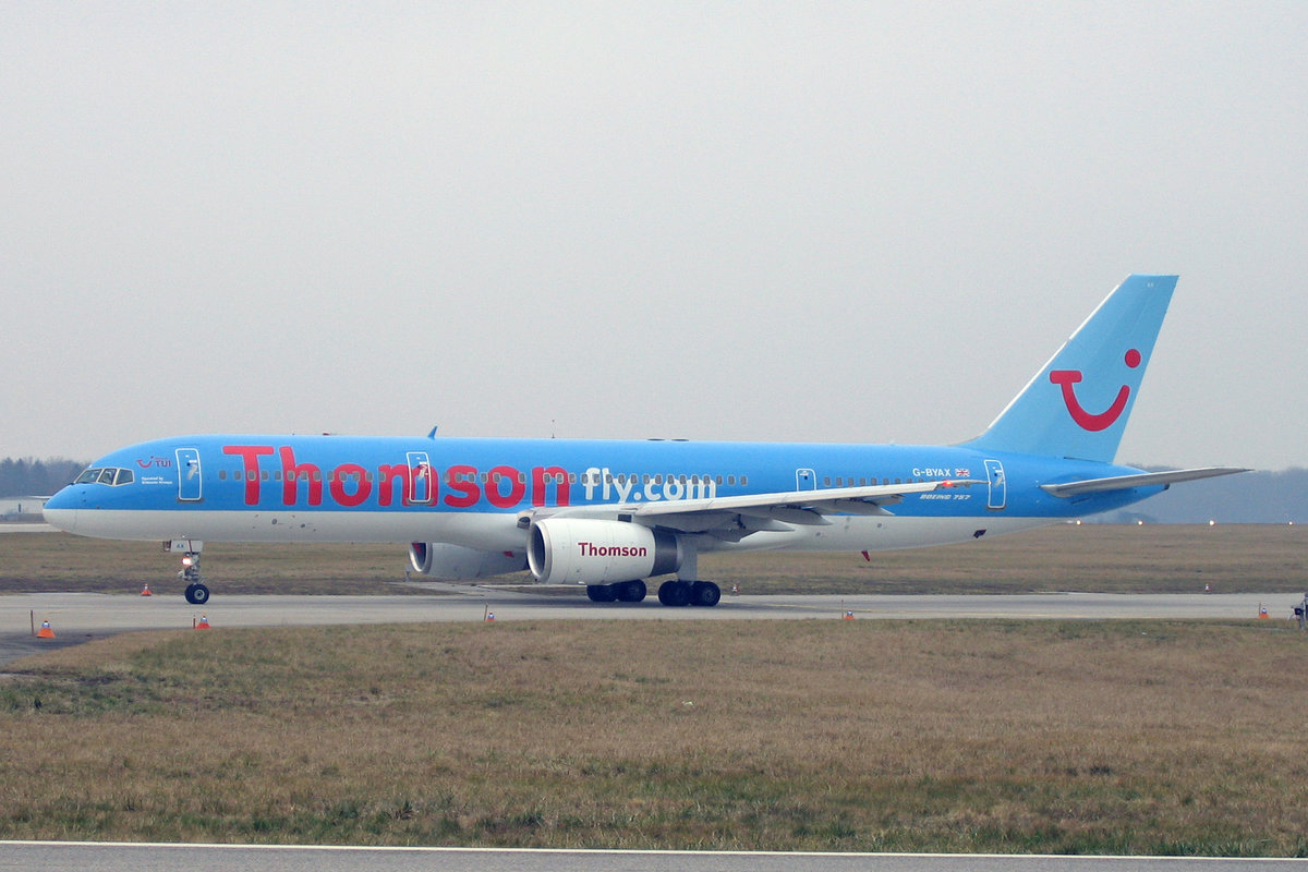 Thomson Airways, G-BYAX, Boeing 757-204, msn: 28834/850, 15.Januar 2005, GVA Genève, Switzerland.