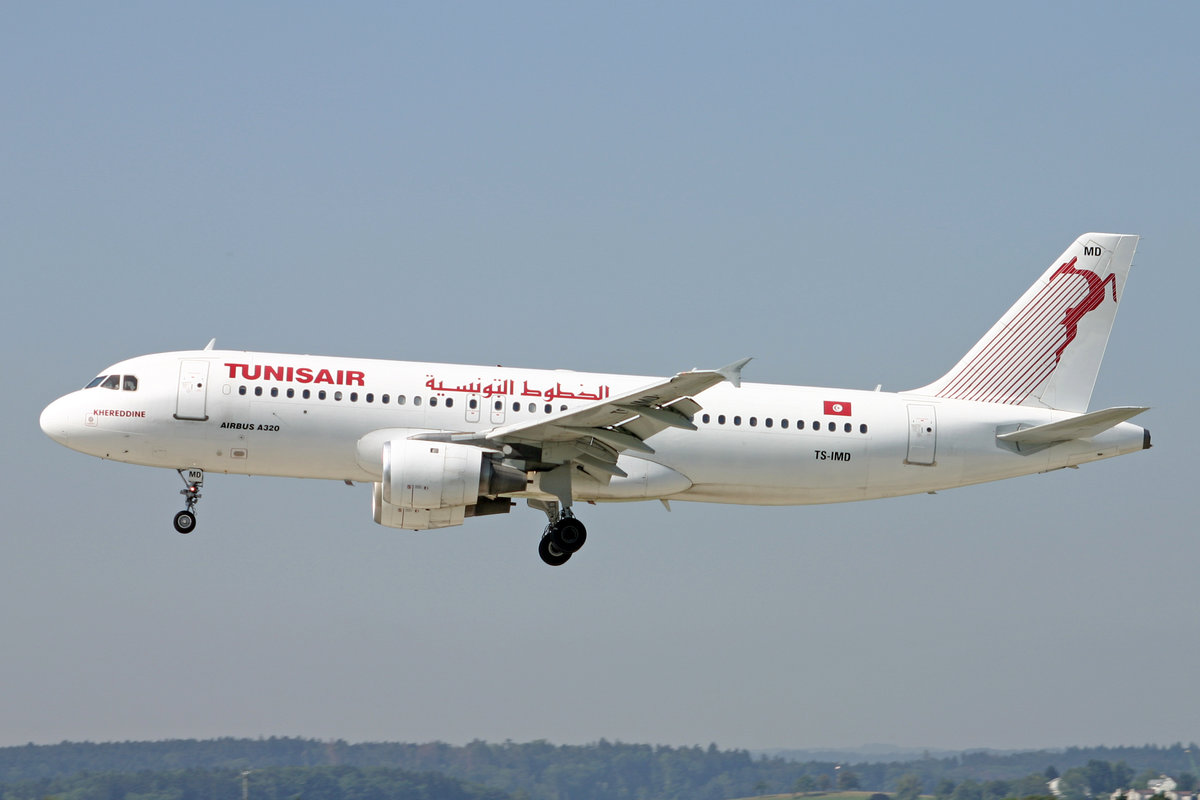 Tunisair, TS-IMD, Airbus A320-211, msn: 205,   Khereddine , 12.August 2004, ZRH Zürich, Switzerland.