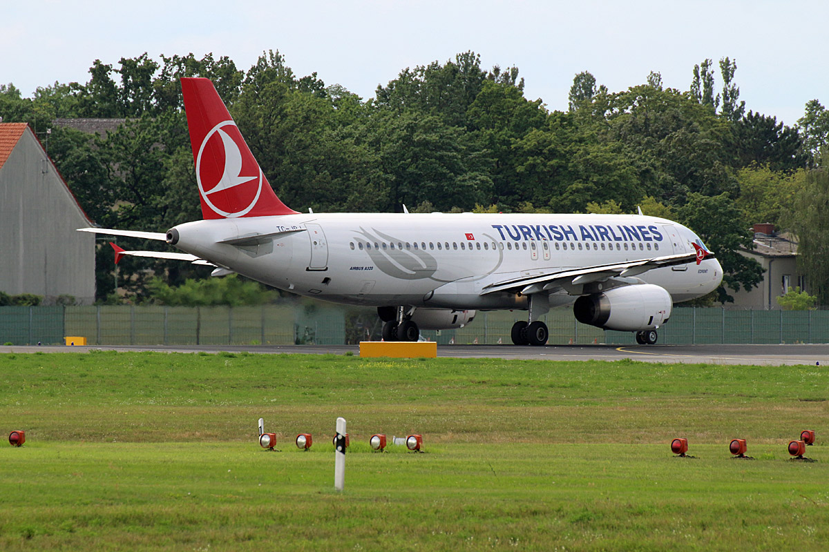 Turkish Airlines, Airbus A 320-232, TC-JPJ, TXL, 10.08.2019