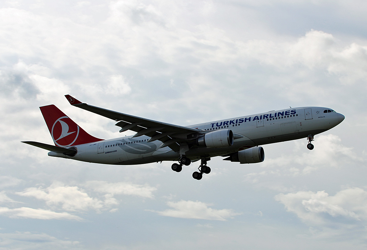 Turkish Airlines, Airbus A 330-203, TC-JND, TXL, 10.08.2019