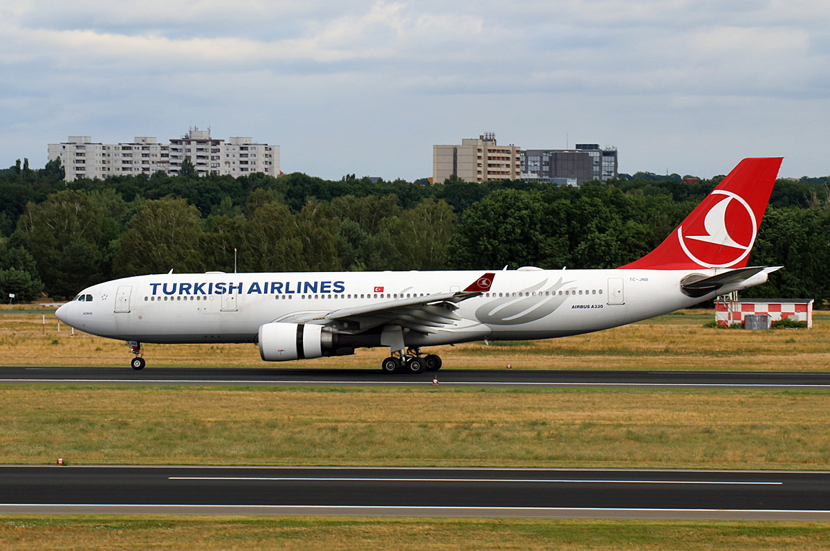 Turkish Airlines, Airbus A 330-203, TC-JNB, TXL, 05.07.2020