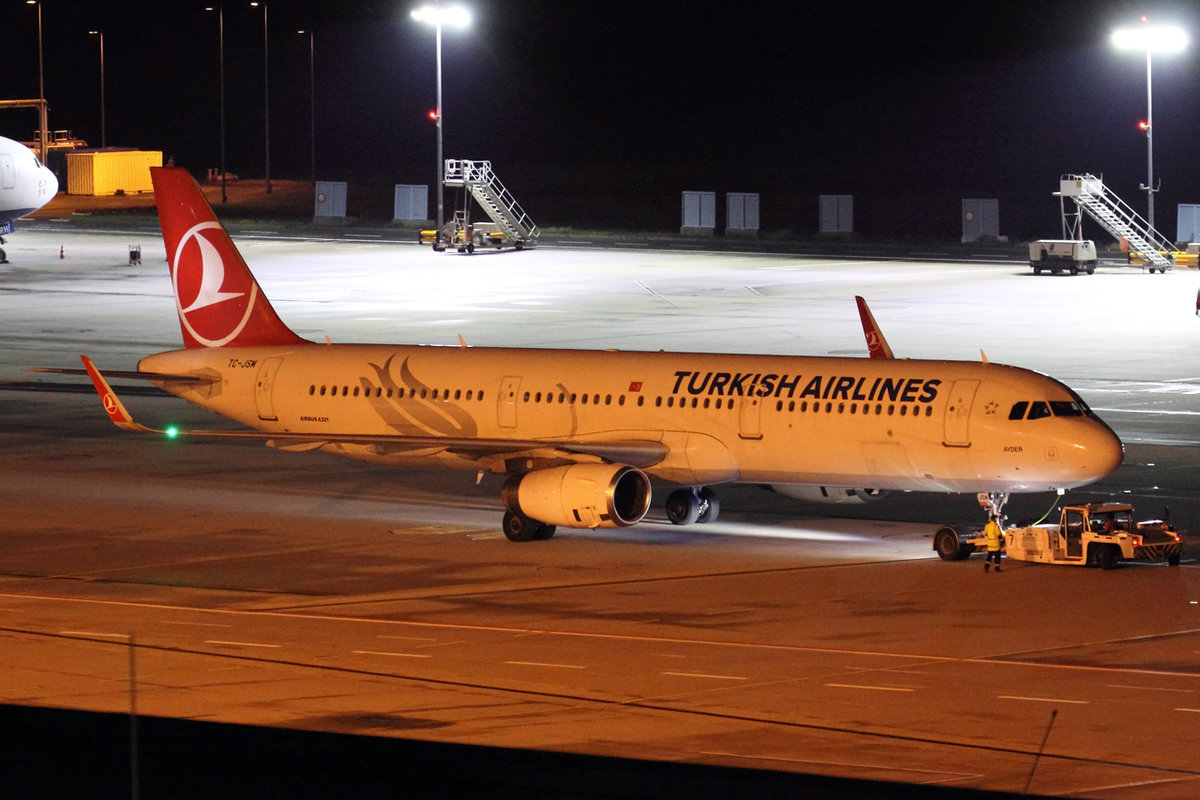 Turkish Airlines Airbus A321-231 TC-JSM beim Push back in Köln 5.1.2020