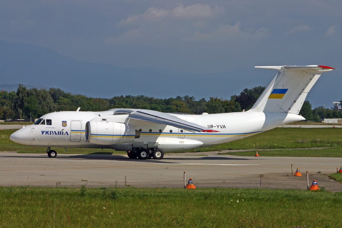 Ukraine Government, UR-YVA, Antonov An-74TK300, msn: 36547098984, 01.September 2007, GVA Genève, Switzerland.