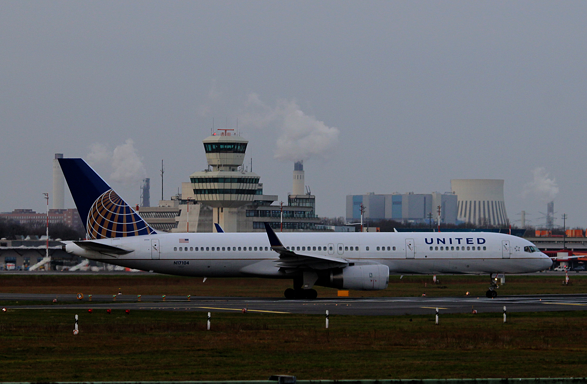 United Airlines B 757-224 N17104 kurz vor dem Start in Berlin-Tegel am 03.01.2015