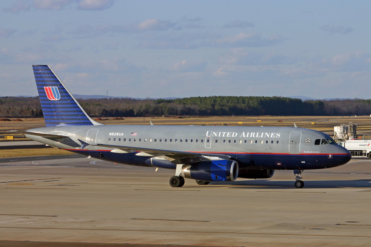 United Airlines, N828UA, Airbus A319-131, msn: 1031, 08.Januar 2007, IAD Washington Dulles, USA.