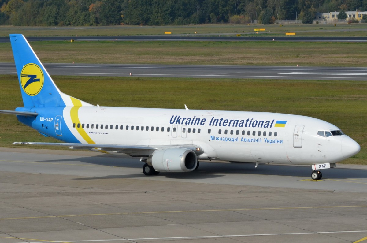 UR-GAP Ukraine International Airlines Boeing 737-4Z9   in Tegel am 14.10.2014 gelandet