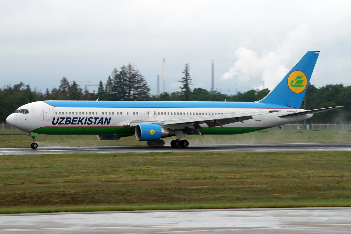 Uzbekistan Airways, Boeing B767-33P(ER) UK67003, cn(MSN): 40534,
