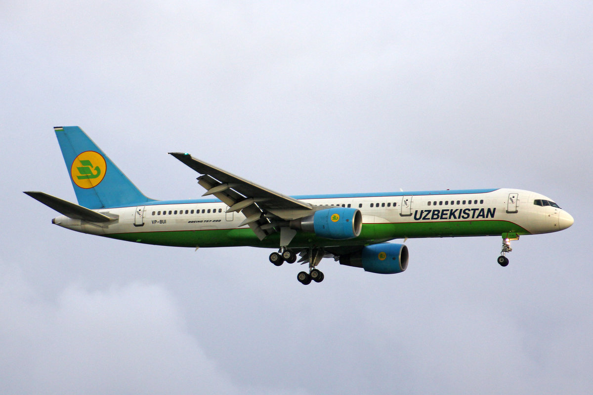 Uzbekistan Airways, VP-BUI, Boeing 757-231, 01.Juli 2016, LHR London Heathrow, United Kingdom.