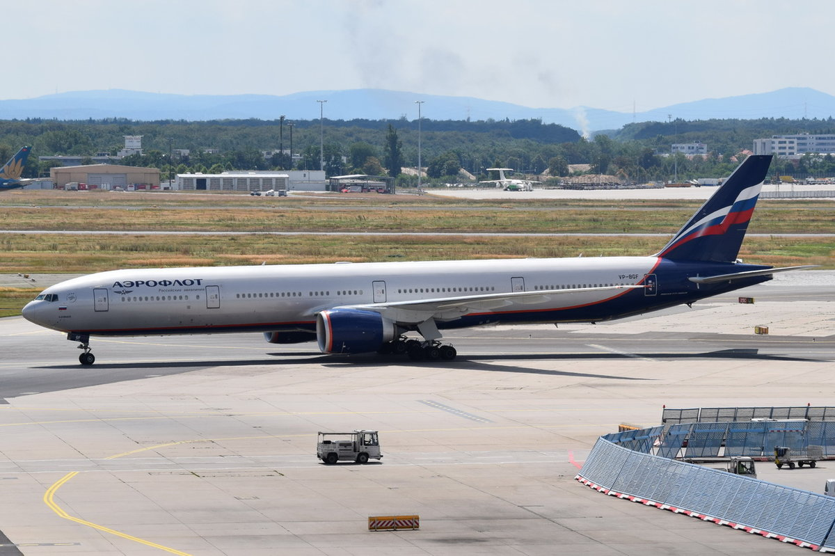 VP-BGF Aeroflot - Russian Airlines Boeing 777-3M0(ER)  zum Gate am 01.08.2016 in Frankfurt
