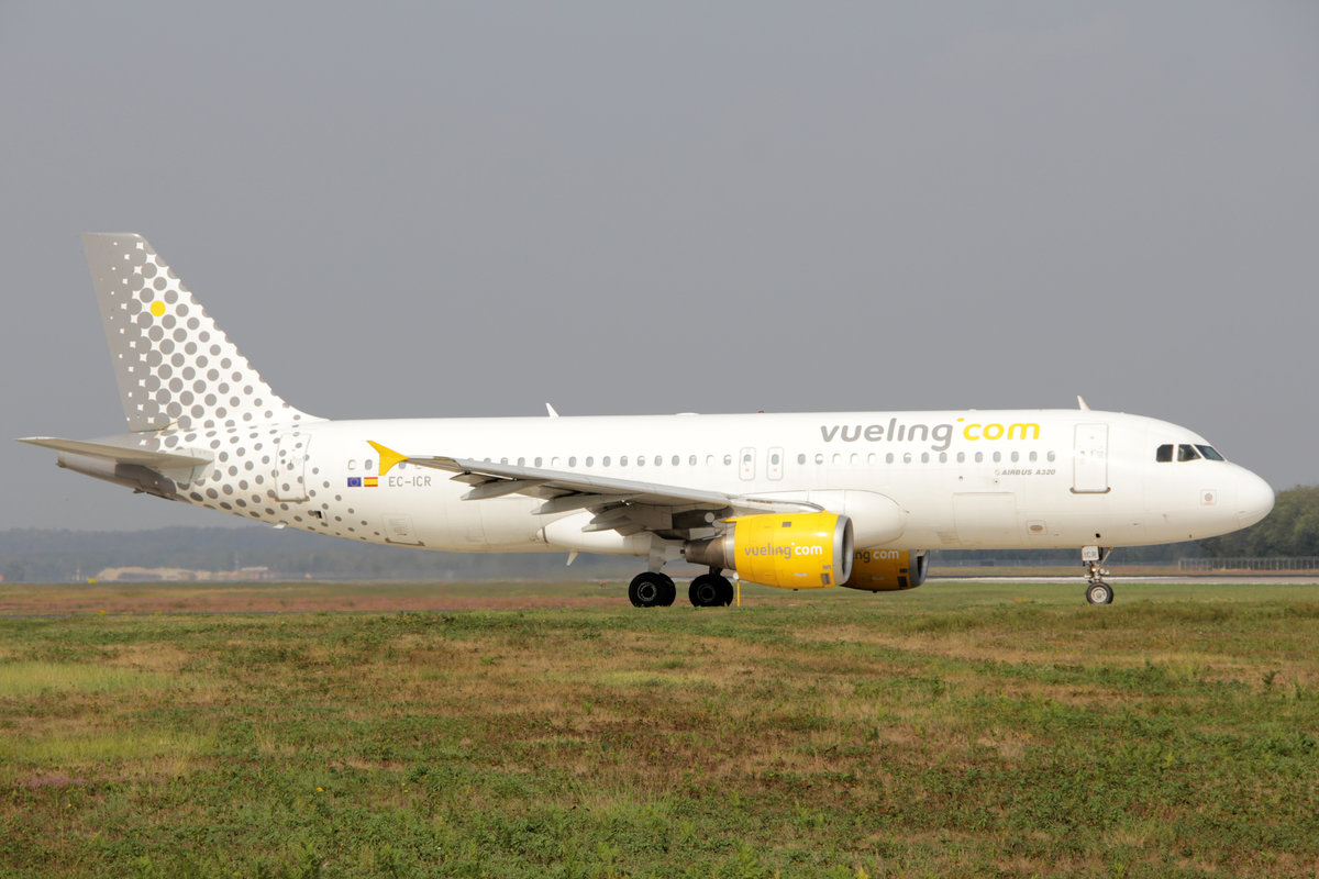 Vueling Airlines, EC-ICR, Airbus A320-211, msn: 240, 25.September 2009, MXP Milano Malpensa, Italy