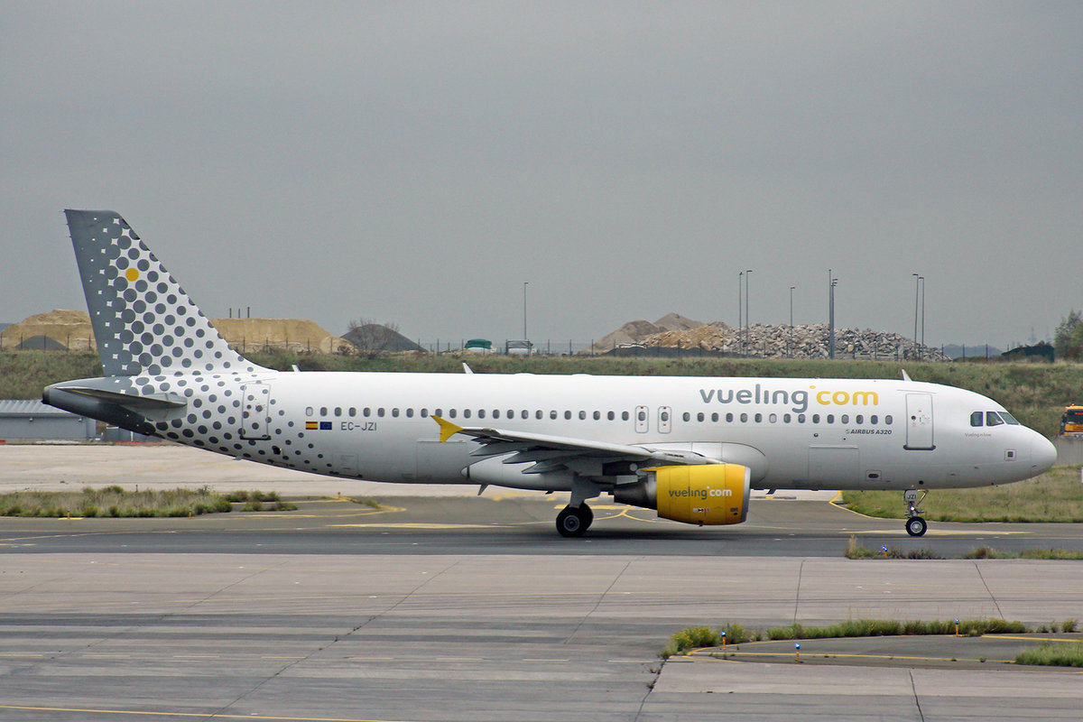Vueling Airlines, EC-JZI, Airbus A320-214,  Vueling in Love , 05.Oktober 2017, CDG Paris Charles de Gaulle, France.