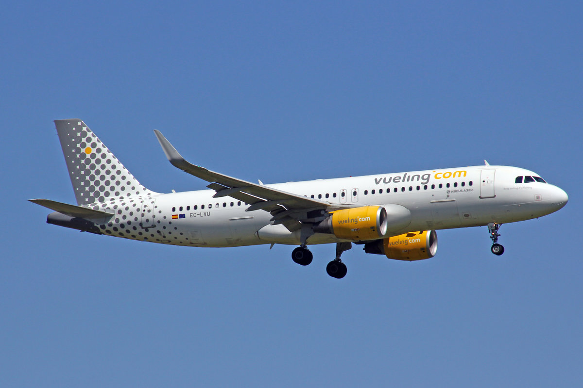 Vueling Airlines, EC-LVU, Airbus A320-214, Keep Smiling