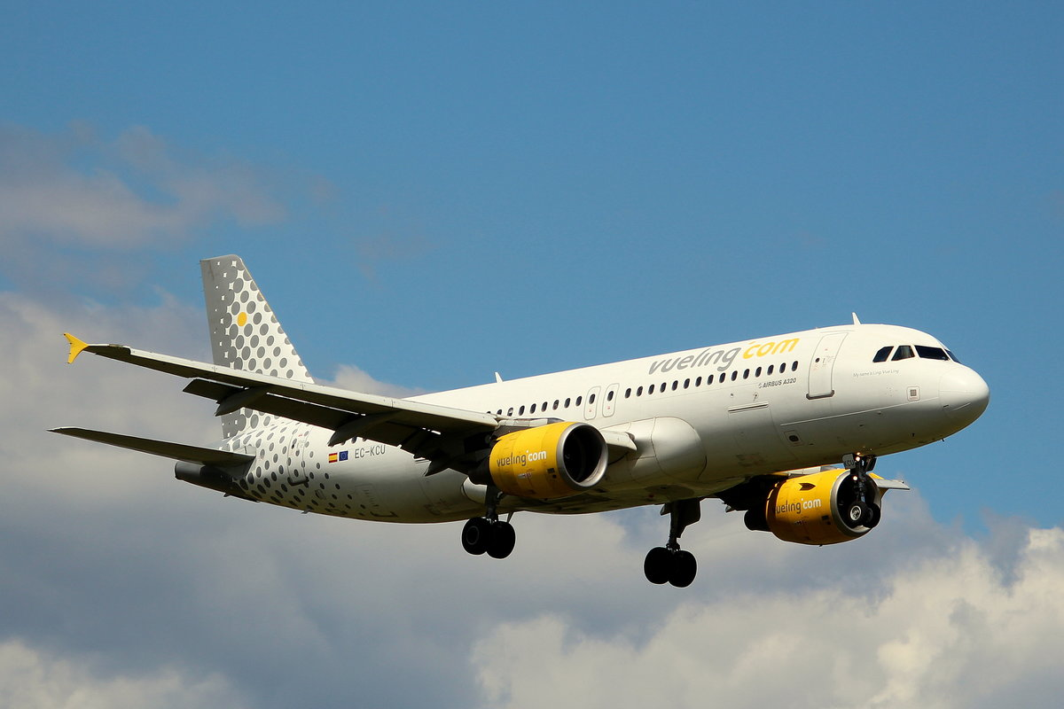 Vueling, EC-KCU, MSN 3109, Airbus A 320-216, 30.06.2018, HAM-EDDH, Hamburg, Germany (Name: My Name is Ling, Vue Ling)