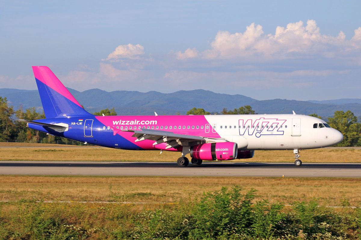 Wizz Air, HA-LWI, Airbus A320-232, msn: 4628, 16.August 2018, BSL Basel-Mülhausen, Switzerland.