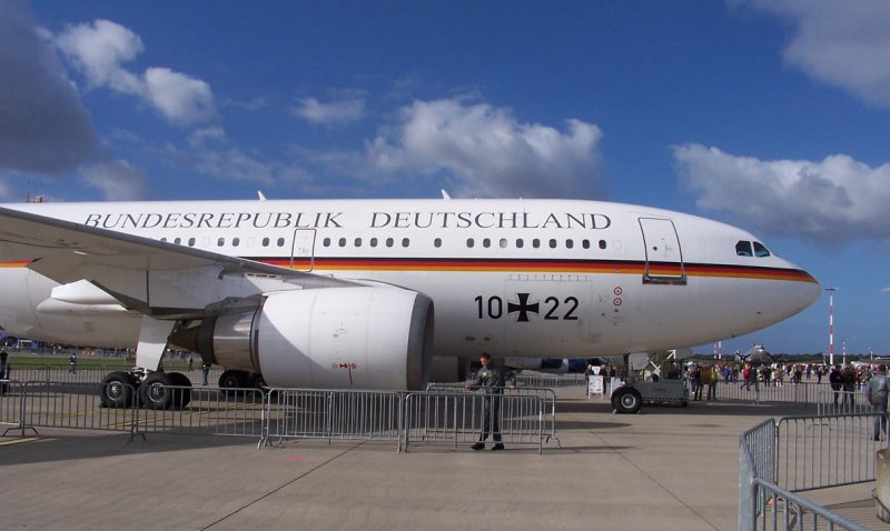 a310 300 zu besuch airport days in hamburg 2007 die flugbereitschaft der bundeswehr verf gt ber. Black Bedroom Furniture Sets. Home Design Ideas
