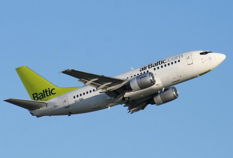 Air Baltic B 737-505 YL-BBA beim Start in Berlin-Tegel am 13.09.2008
