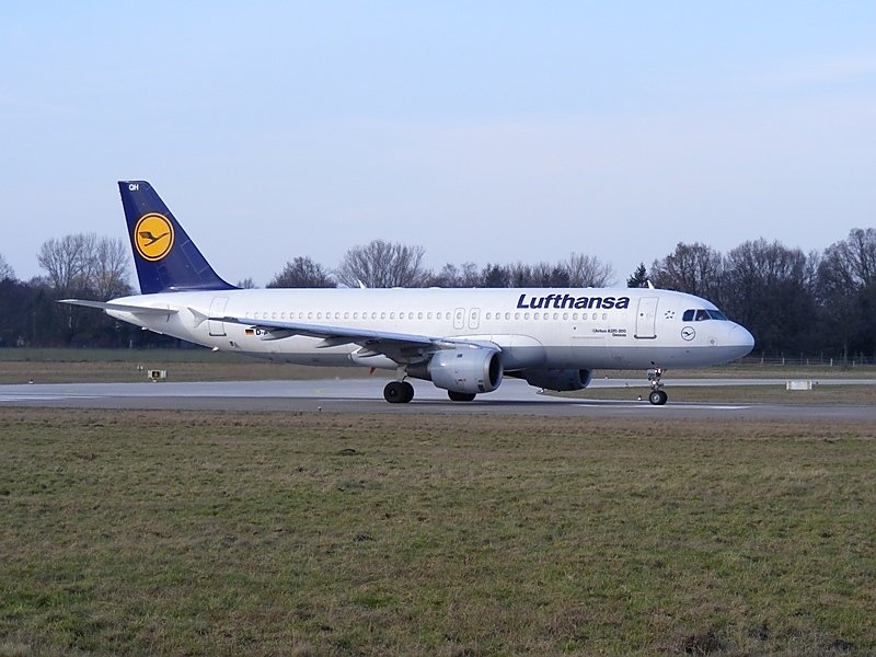 Dessau , ein A320-200(D-AIQH) der Lufthansa, ready for takeoff am 4.3.2009 in Hannover.