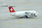 HB-IXT Swiss British Aerospace Avro RJ100  zum Gate am 16.05.2016 in München
