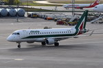 EI-RDN Alitalia Cityliner Embraer ERJ-175STD (ERJ-170-200)  zum Gate in Tegel am 04.05.2016
