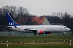 SAS B 737-883 LN-RRJ kurz vor dem Start in Berlin-Tegel am 19.12.2015