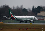 Alitalia CityLiner ERJ-175-200STD EI-RDA kurz vor dem Start in Berlin-Tegel am 05.02.2016