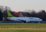 Air Baltic B 737-31S YL-BBR kurz vor dem Start in Berlin-Tegel am 06.12.2015