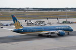 VN-A867 Vietnam Airlines Boeing 787-9 Dreamliner  am 01.08.2016 in Frankfurt zum Start