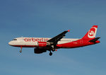 Air Berlin A 320-216 D-ABZI bei der Landung in Berlin-Tegel am 06.12.2015