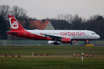 Air Berlin A 320-214 D-ABFN kurz vor dem Start in Berlin-Tegel am 19.12.2015