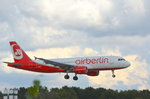 Air Berlin Airbus A320 D-ABZE vor der Landung in Hamburg Fuhlsbüttel am 02.10.16