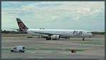 Der Airbus A330-343 DQ-FJW von Fiji Airways rollt am 29.10.2016 zum Gate am Los Angeles International Airport.