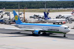 UK67003 Uzbekistan Airways Boeing 767-33P(ER)  zum Start am 01.08.2016 in Frankfurt