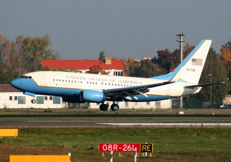 United States of America Boeing C 40 BBJ (737-700) 05-0730 bei der Landung in Berlin-Tegel am 11.10.2008